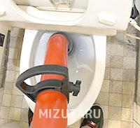 門真市でトイレの紙詰まりを除去
